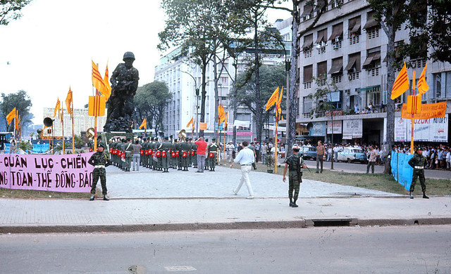 Saigon 1966 - Photo by Jim Burns - lễ khánh thành tượng đài TQLC Nam VN ngày 30-10-1966