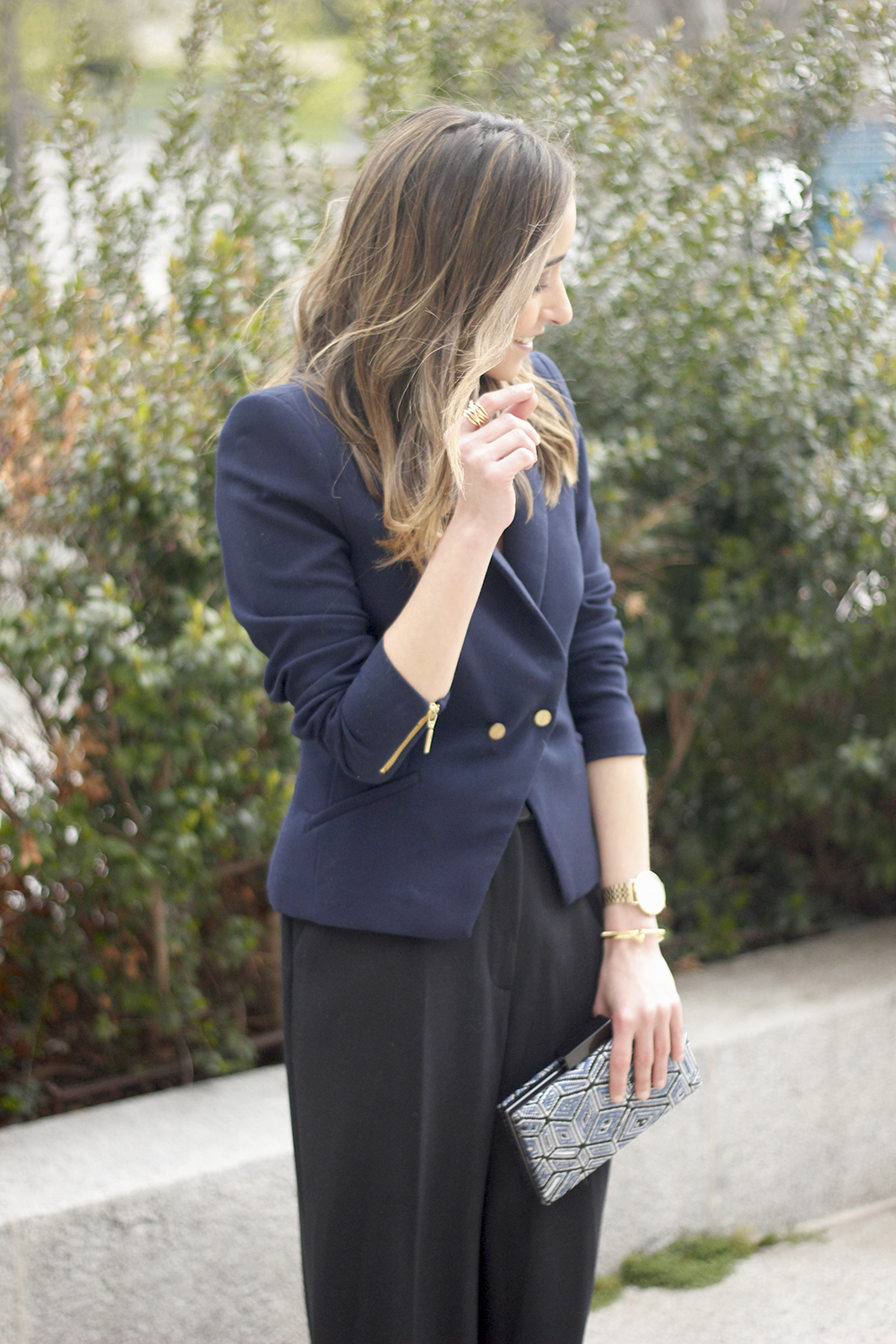 cropped trousers uterqüe clutch blazer accessories outfit style04