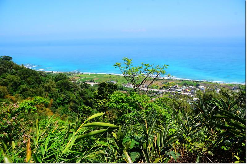 西姑子律山登山途中俯瞰樟原社區及東海岸 2