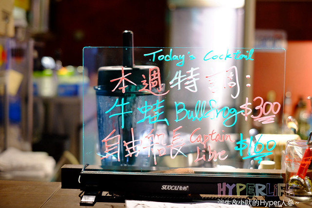 26589737845 b5dc9e67af z - 【熱血採訪】結合電影公仔還有電子飛鏢可玩的好吃燒烤就在台中北區〈張燈結廬〉!還有厲害的現場調酒,店內也有大型投影觀看賽事就選這裡啦!