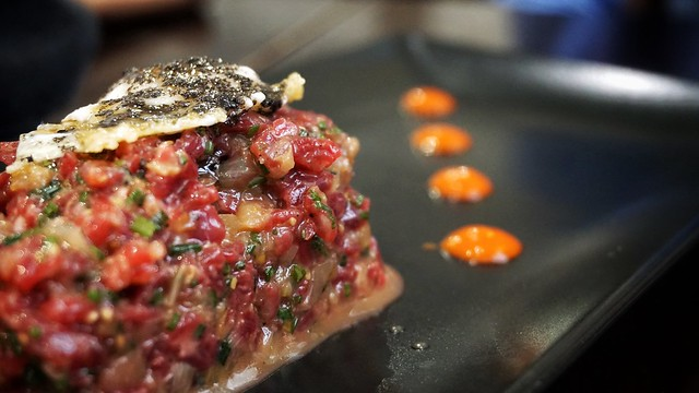 Steak tartar con huevo de codorniz y trufa