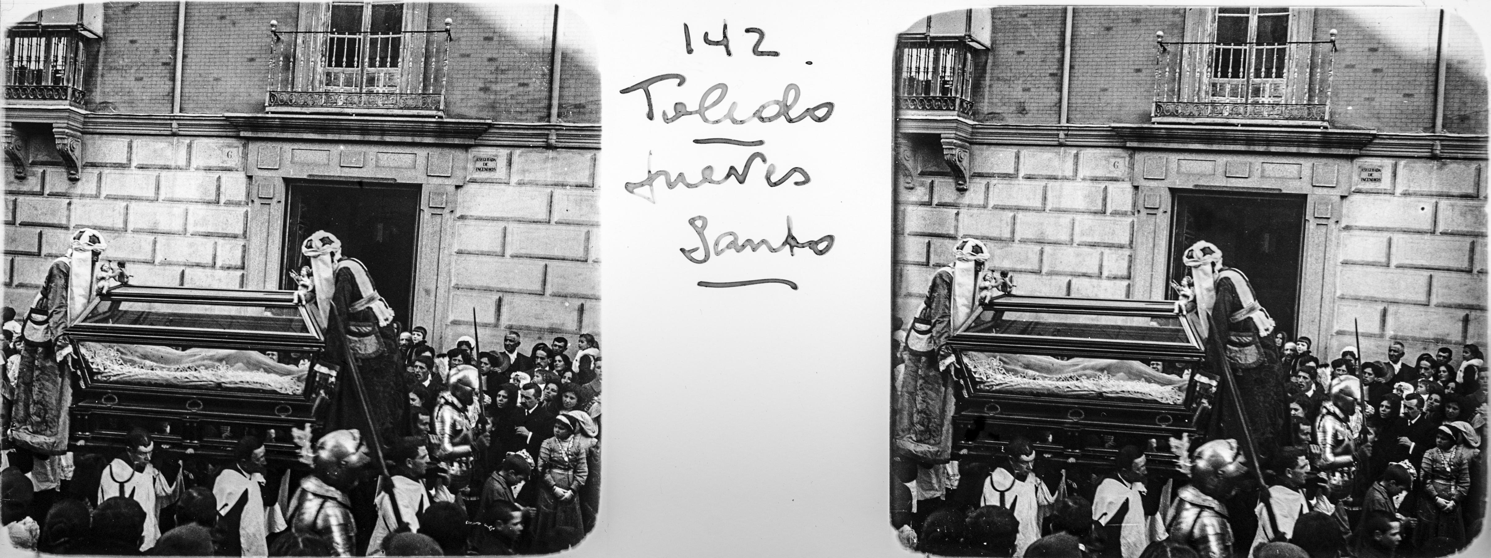 Santo Sepulcro en una Procesión de Semana Santa hacia 1910, Plaza de San Vicente. Fotografía de Francisco Rodríguez Avial © Herederos de Francisco Rodríguez Avial