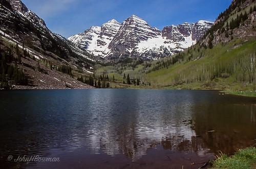 reflections colorado may rockymountains 1992 maroonbells maroonlake mountainviews scannedslides gunnisoncounty pitkincounty may1992 lakesandponds elkmountainsrange