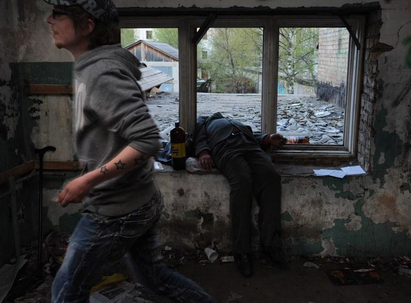 戰鬥民族沈浸在性與毒品中的青春紀實:嗨皮就好21