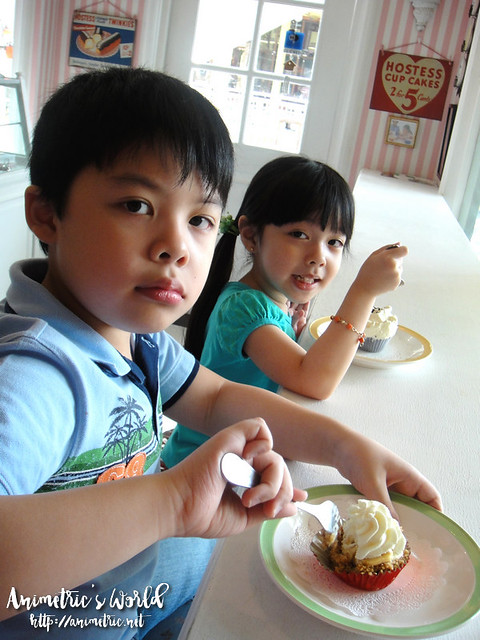 Kids at Cupcakes by Sonja