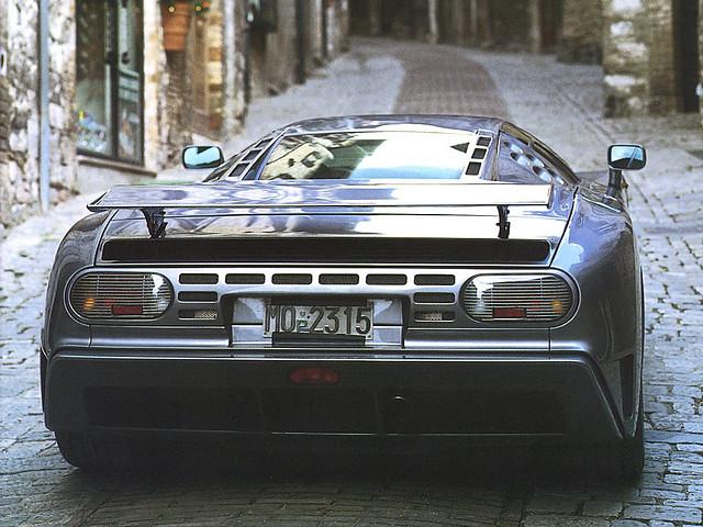 Bugatti EB110 SS, вид сзади. 1993 – 1995 годы