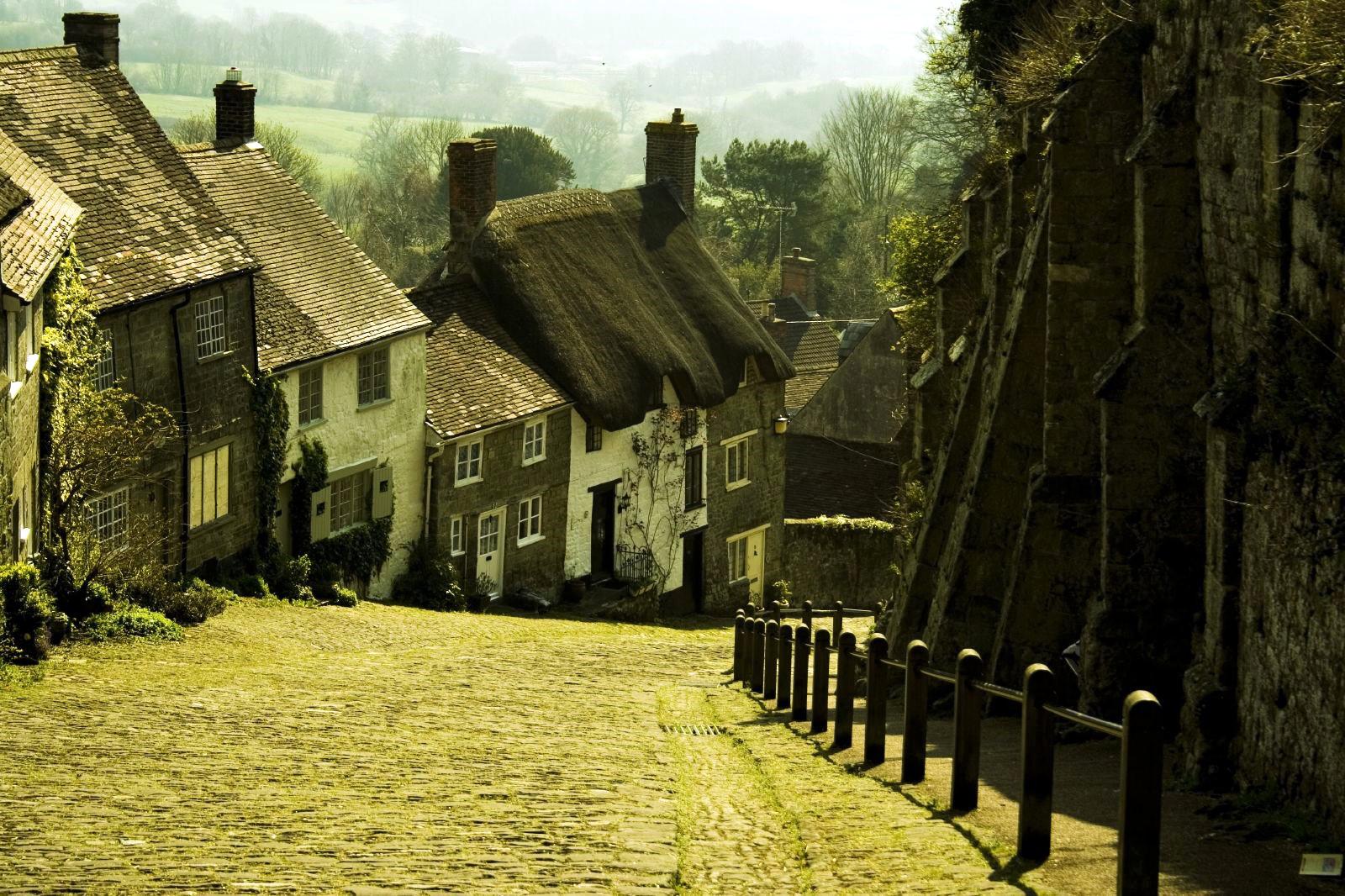 Gold Hill, Shatesbury, Dorset. Credit Louis du Mont