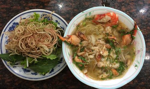 """Ho Chi Minh Ville: un """"pho"""" au crabe et aux crevettes pour Mister J"""