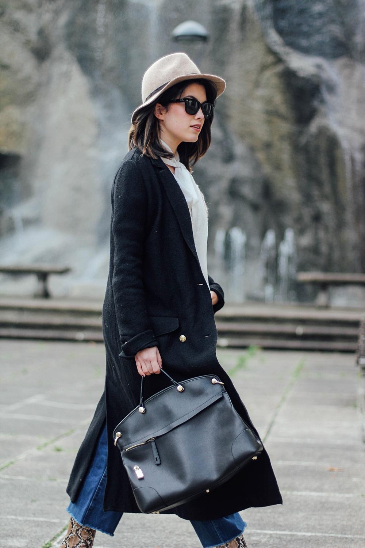 look con camisa de lazo y maxi abrigo negro myblueberrynightsblog