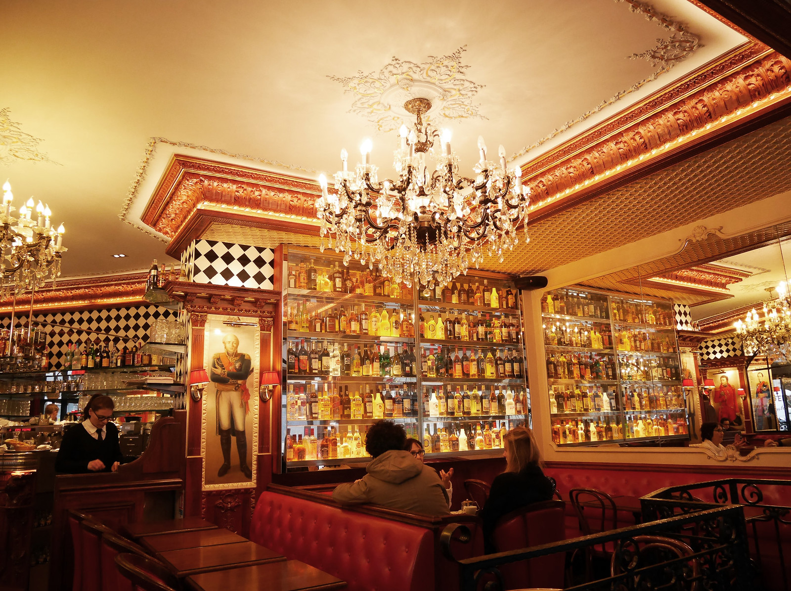 cafe_pierre_republique_bar