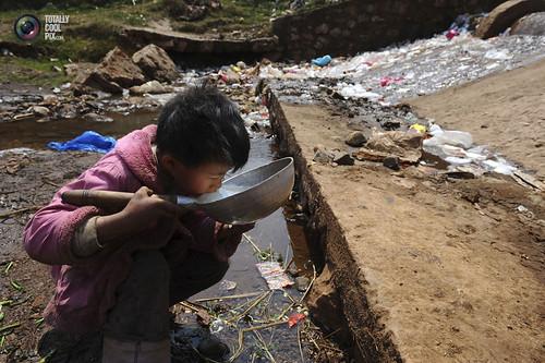 दूषित पानी पीना-एक मजबूरी