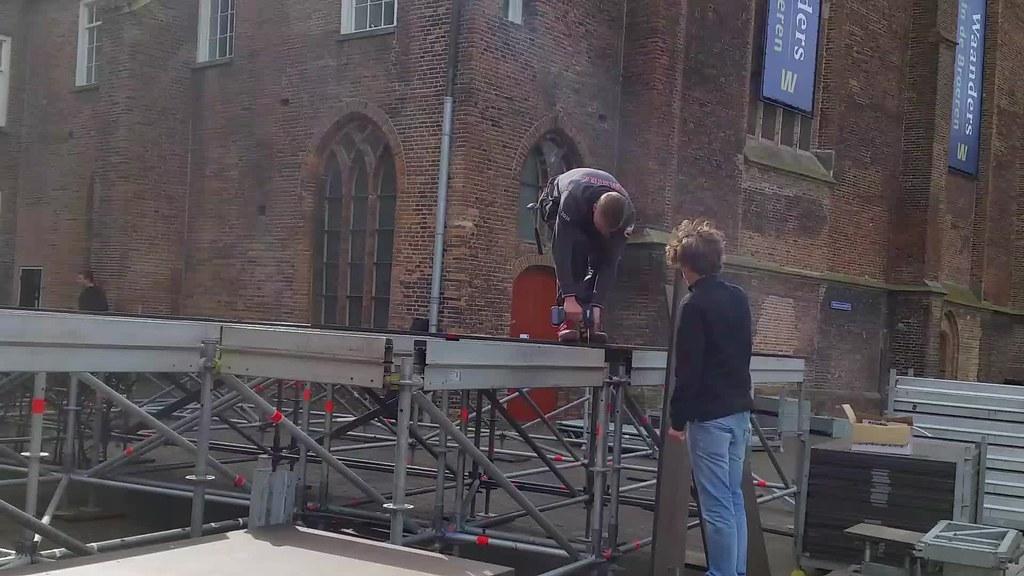 Koningsdag  Zwolle druk met de opbouw van alle locaties