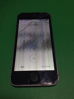 16_iPhone5Sのフロントパネル液晶破損