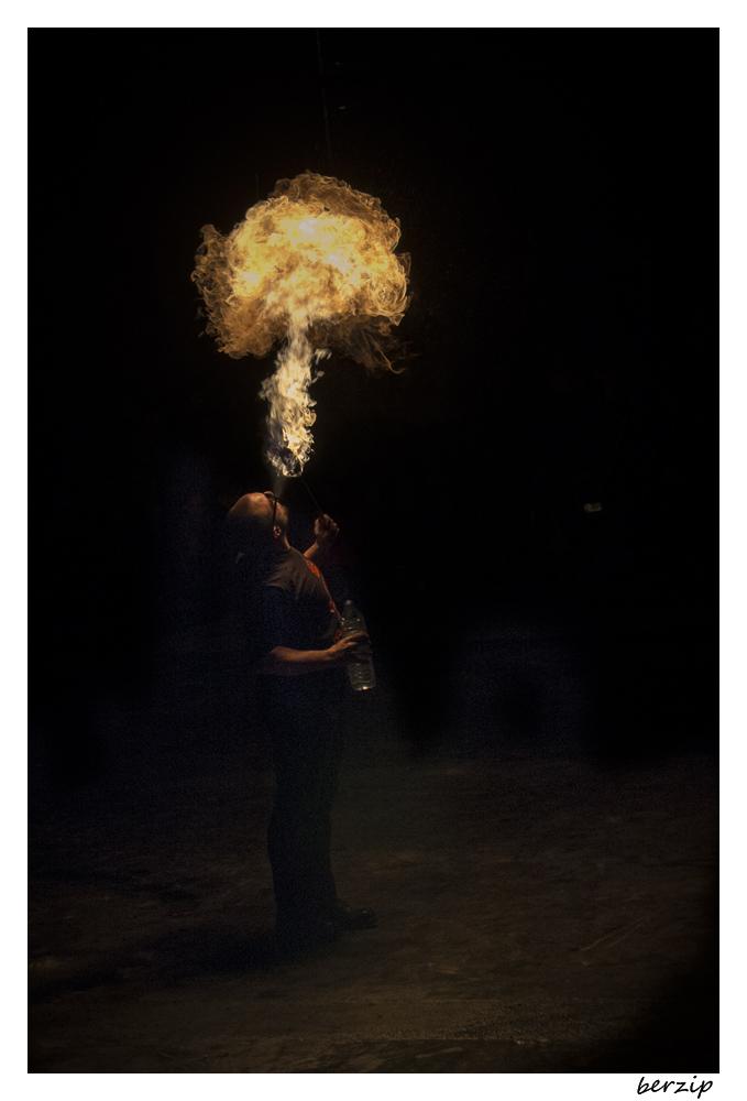 jongleurs et cracheurs de feu 24323869300_21d1d0c760_o
