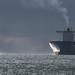 Emma-maersk à l'entrée du goulet de Brest et son bateau pilote