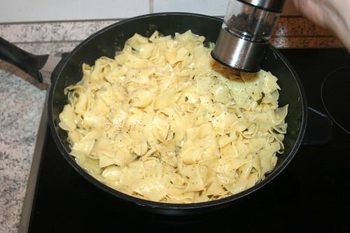 25 - Mit Salz & Pfeffer abschmecken / Taste with salt & pepper