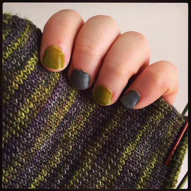 Matching my knitting with my nails. Or what? :D #notd #chinaglaze #buddingromance #opi #suziskisinthepyreneessuede #nails #nailpolish #knitting #lanitiumexmachina #megacityone #colours #colourlove #wip