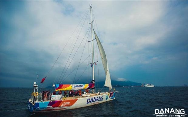 Giải nhì: Đón gió - Hồ Xuân Mai