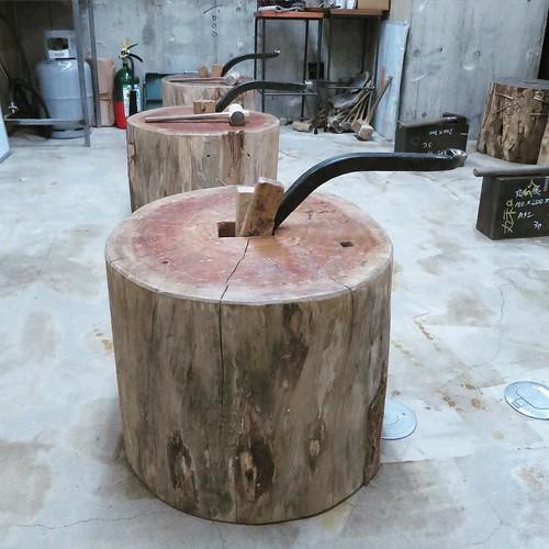 金属を叩いて伸ばして成形する時に使う台。 #makersbase