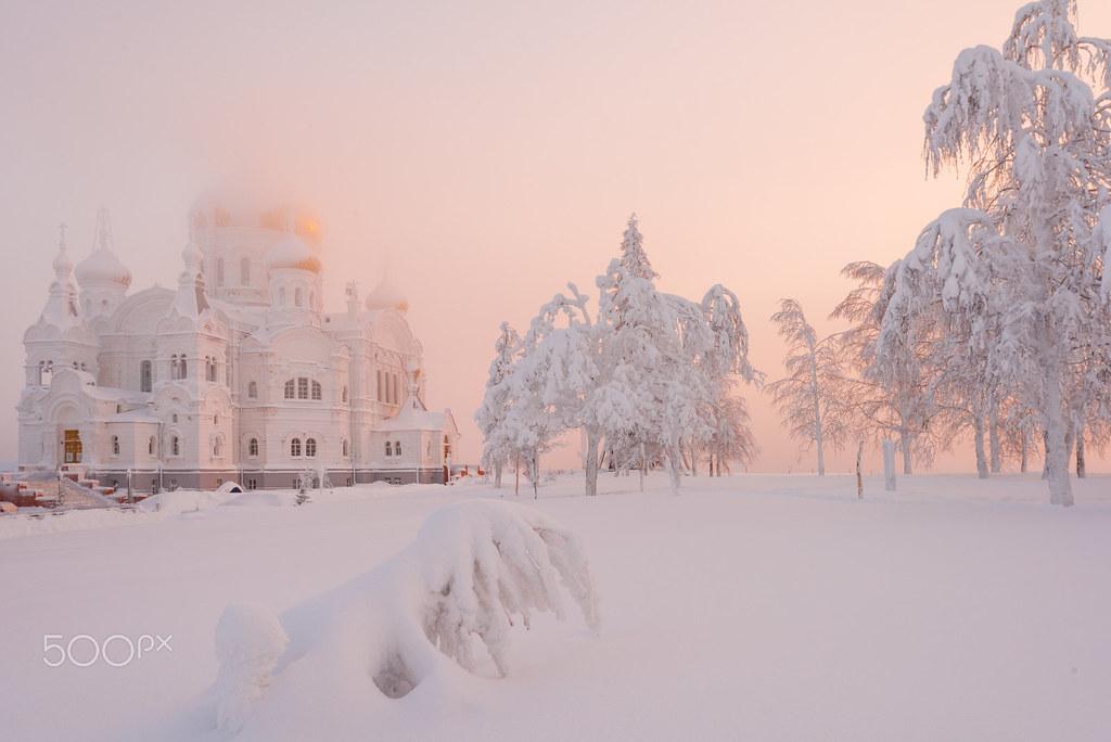 Belogorsky Monastery, Russia [1600x1068]