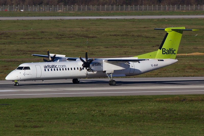 Air Baltic - DH8D - YL-BAF (1)