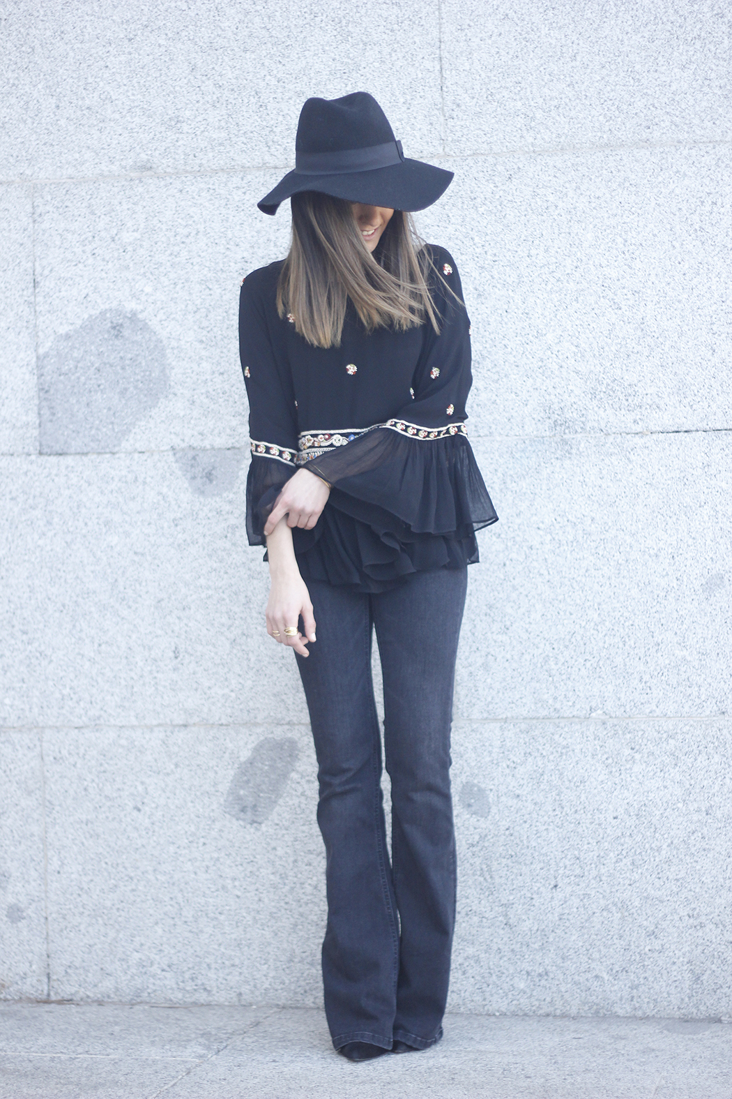 flared jeans boho blouse hat accessories outfit fashion10