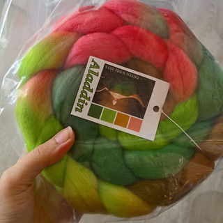 Dutch wool diva spinning fiber