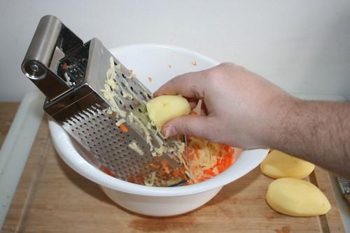 33 - Kartoffeln reiben / Grate potatoes