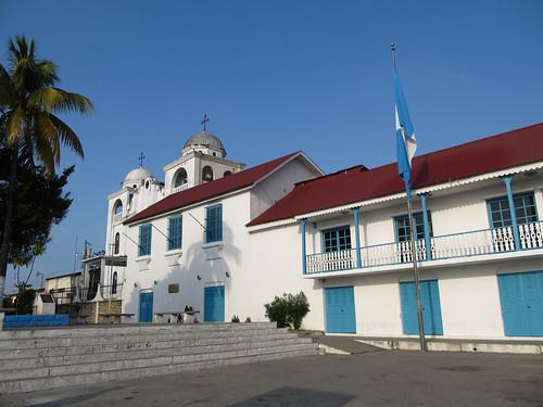 Flores, son Palais du Gouverneur et sa Cathédrale