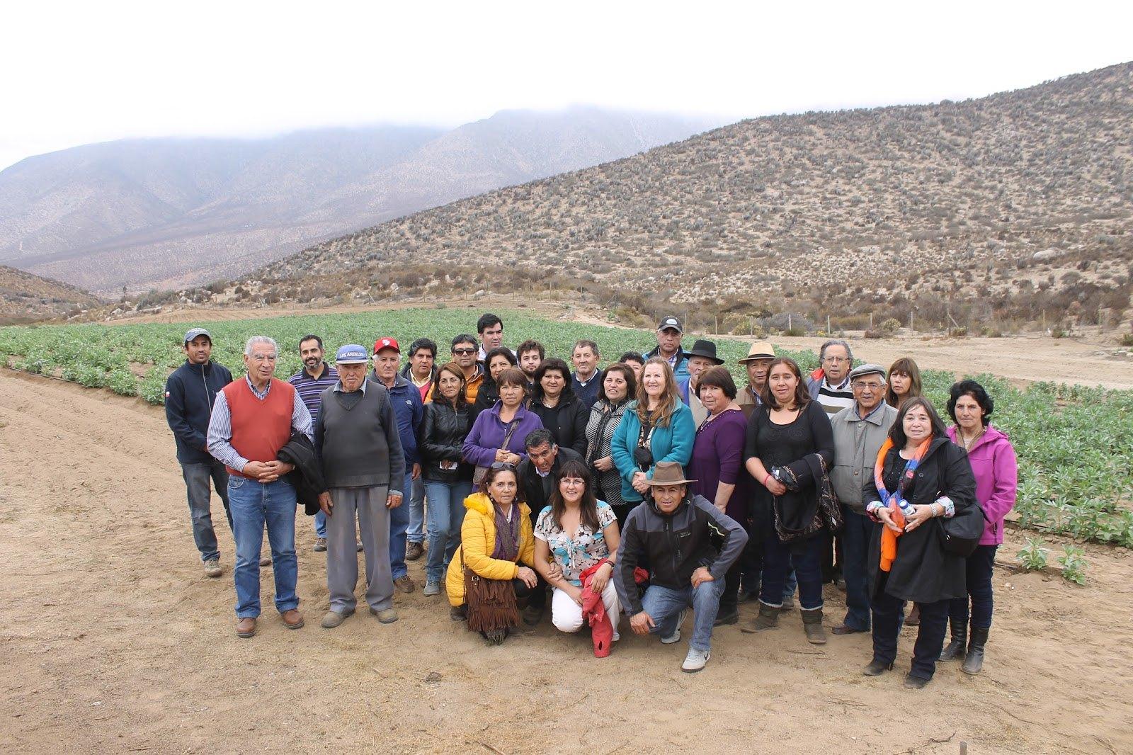 Agricultores de Pelarco visitaron experiencias de riego con escasez hidrica en IV región