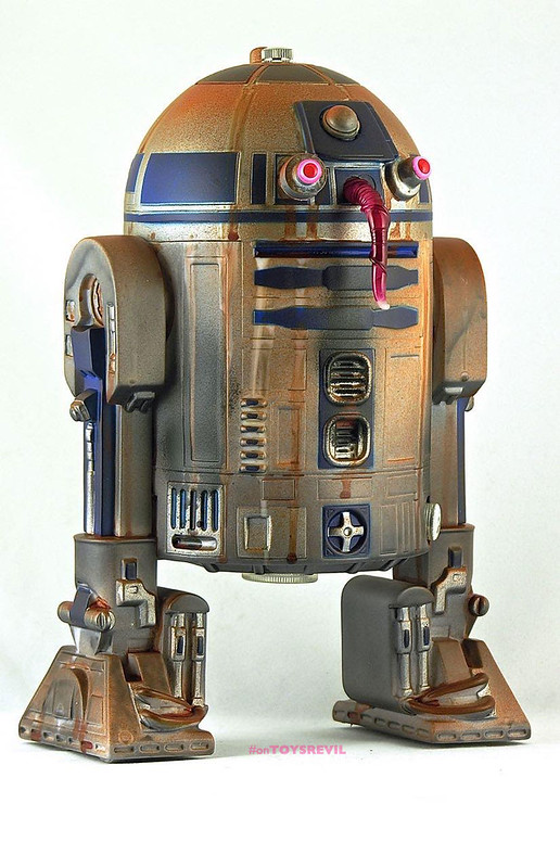Night-Gamer-Masquerading-as-R2D2-on-Tatooine-2