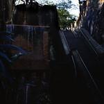 Image of Queens Staircase. treppenderköngin treppe schlucht queensstaircase leute menschen bennett´shill bauwerk profanbau dia analogfilm scan 1980s slide 1980er diapositivfilm kleinbild kbfilm analog 35mm canoscan8800f 1988 contax137md bahamas nassau newprovidence amerika westindischeinseln karibik mittelamerika wasserfall wasser thebahamas nordamerika rüdigerstehn
