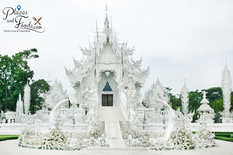 chiang rai white temple middle shot