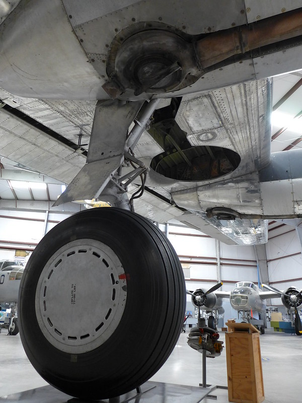 Hauptfahrwerk: Consolidated B-24J Liberator