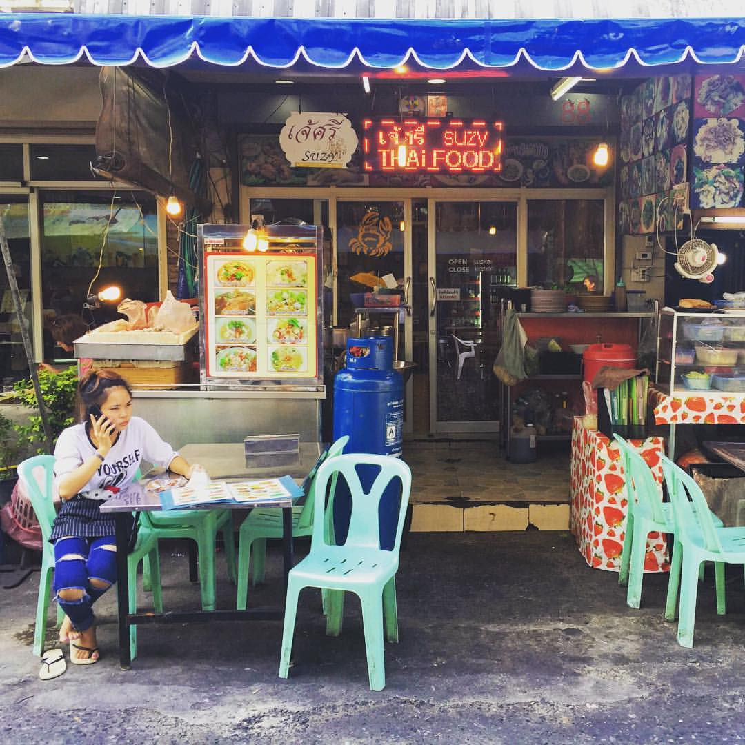 Silom Soi 20 is an excellent place to feast with some good, yet cheap Thai food in Bangkok. We had a Som Tam papaya salad and two delicious noodle soups in this small restaurant for only 150 baht = less than 4 euros. #thailand #bangkok #thaifood #thaicuis