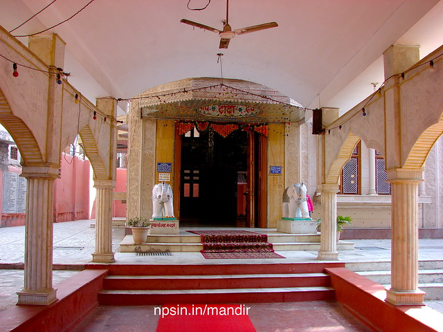 A big main queue hall after inner main gate. This hall direct attached with main prayer hall of Dada Dev Pratima, and beautify with two white elephant.