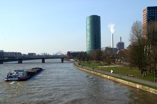 Frankfurt, Westhafen-Tower (Geripptes)