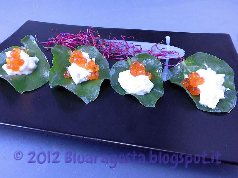foglia d'ostrica con crema acida e uova di salmone