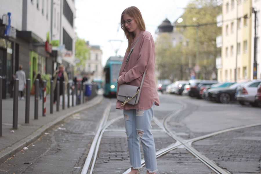 outfit chloe bag cropped jeans boyfriend trend spring street style frankfurt blogger fashion look pink