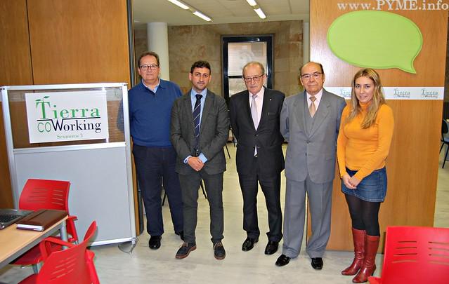 Foto de familia de la visita del presidente de SECOT Castilla y León, Tomás Fernández de Larrinoa a SECOT Salamanca.