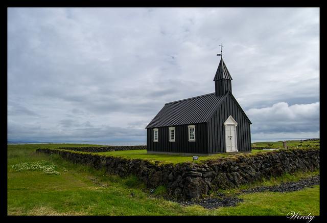 Iglesia negra Búdakirkja de Islandia