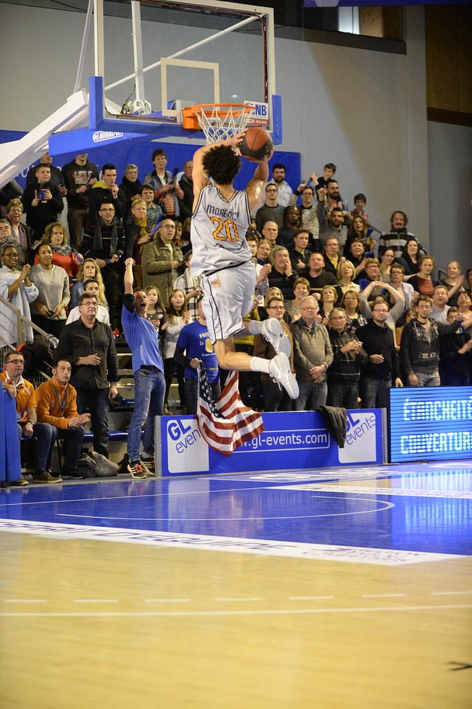 Morency pour un dunk acroabatique