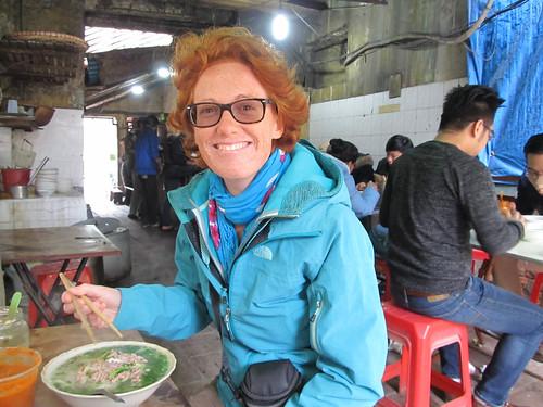 """Hanoi: rien de tel (et de meilleur) qu'un """"pho"""" dans un restaurant local (de rue)"""