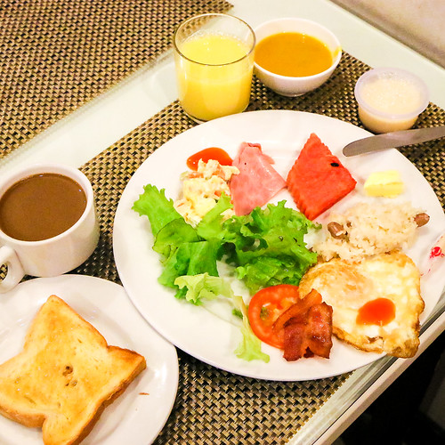 Free breakfast at Hanoi Graceful HotelHanoi, Vietnam ハノイ、グレイスフル・ホテルのバイキング朝食