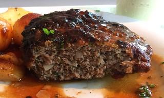 Meatball - lateral cut / Fleischpflanzerl - Querschnitt