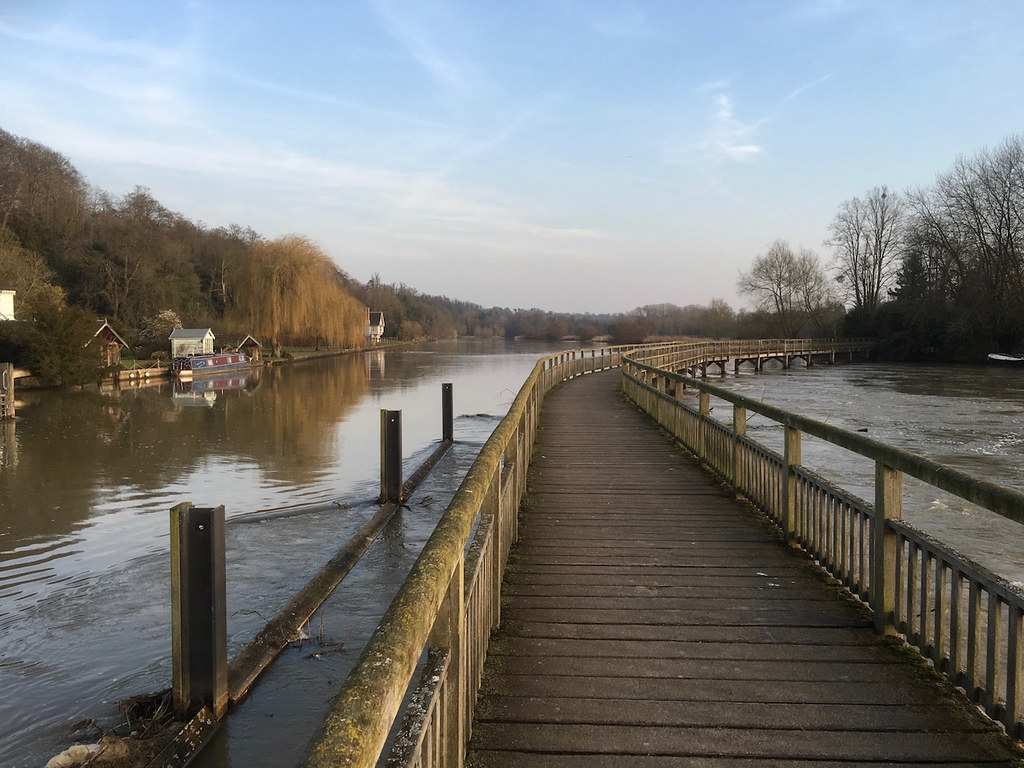 Marsh Lock, Henley Reading to Henley walk
