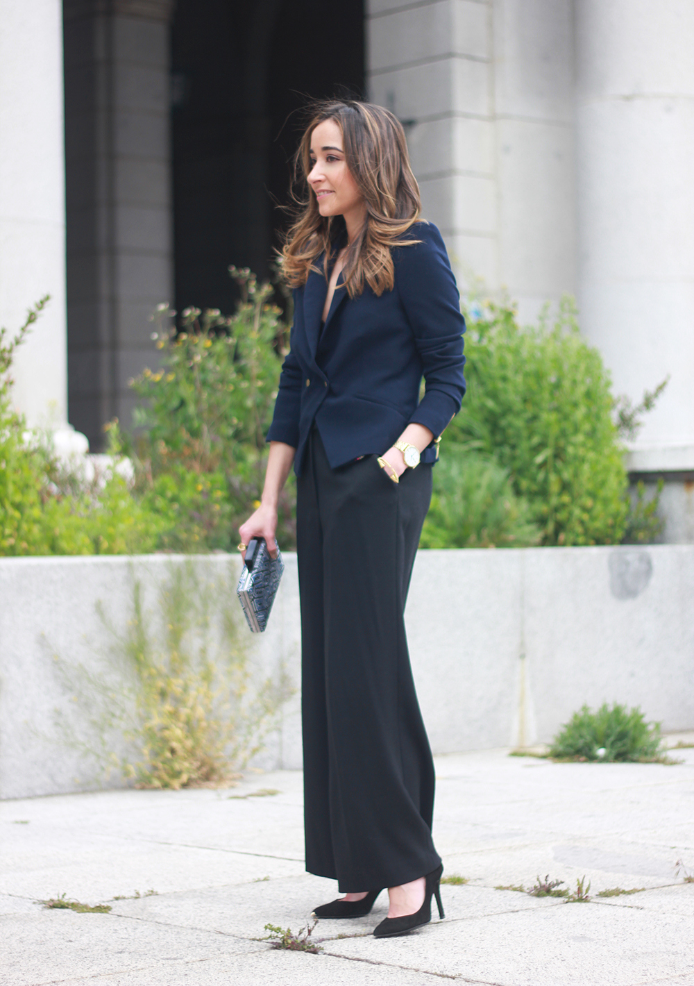cropped trousers uterqüe clutch blazer accessories outfit style11