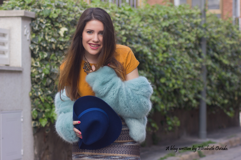 falda bordada azul MANGO HEELSANDROSES blusa mostaza botines marrones marypaz sombrero azul stradivarius (7)