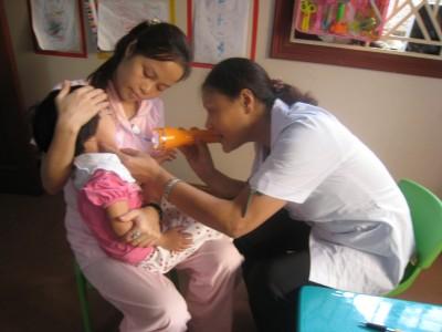 Khám sức khoẻ định kỳ cho bé 2 tuổi