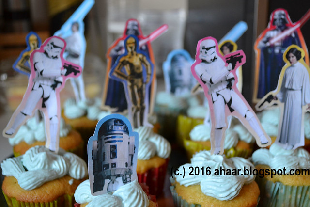 Celebrating 6th birthday with StarWars vanilla cupackes